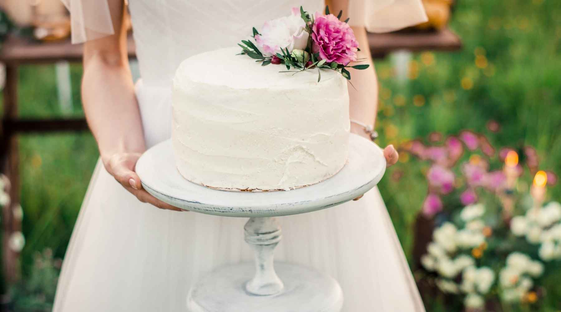 cake ideas - Creative ways to save money on your wedding: Top 20