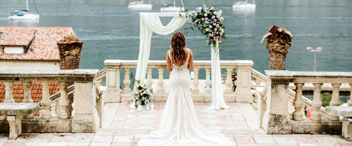 How to Choose a Wedding Venue - consider the season