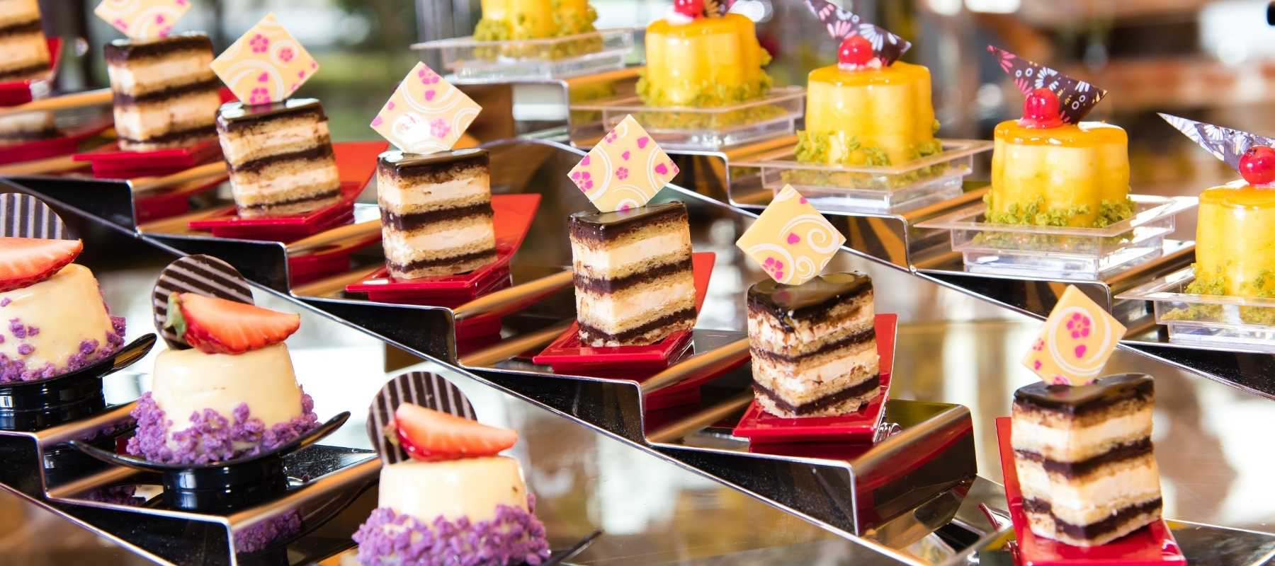 dessert station - How to Entertain your Wedding Guests