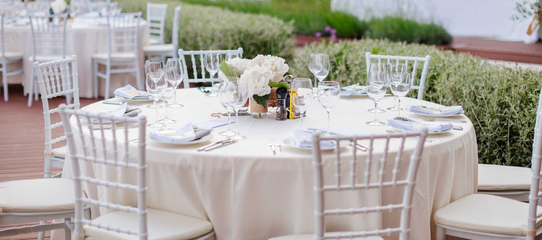 How to Choose a Wedding Venue - whats included