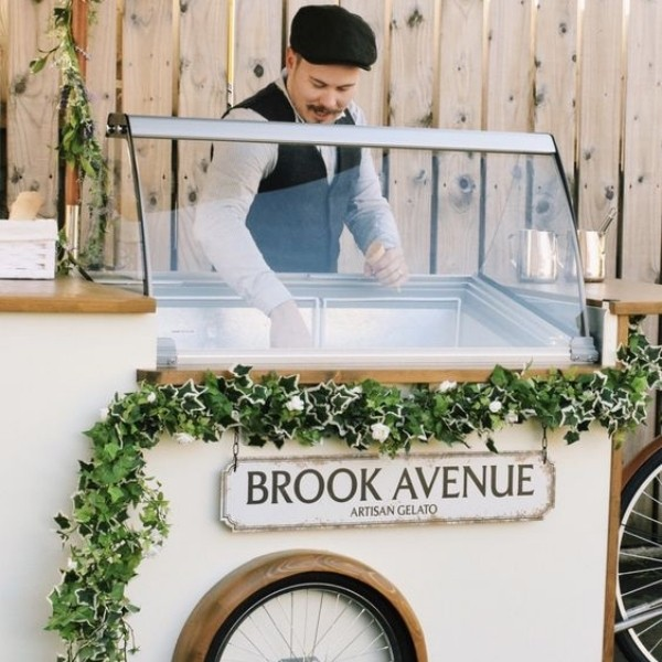 Cocktail Party Wedding Entertainment - ice cream station