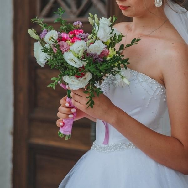 How To Make a DIY Wedding Bouquet 1