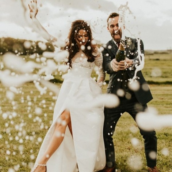 Wedding Photo Ideas You Need - champagne popping