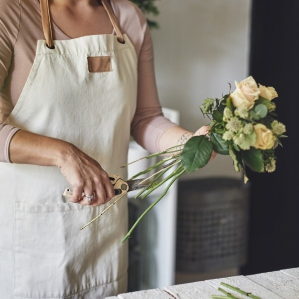 how to cut stems for a diy bouquet