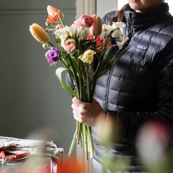 arranging a diy wedding bouquet
