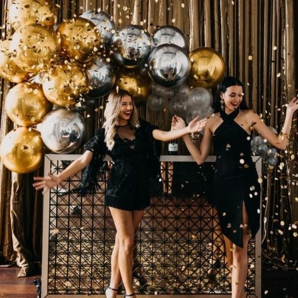 Easy DIY Wedding Photo Booth Ideas - balloons