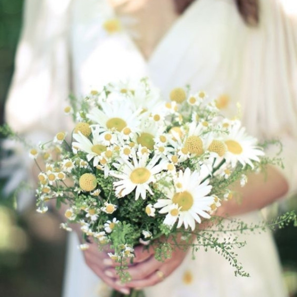 Affordable Wedding Bouquet Designs - daisies