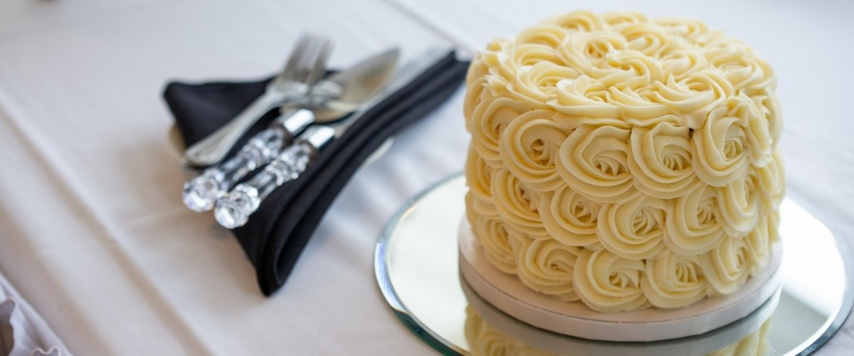 Why you Need to Book These Wedding Vendors - wedding cake