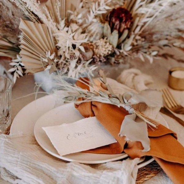 Easy Ways To Elevate Your Wedding Tablescape - add textures
