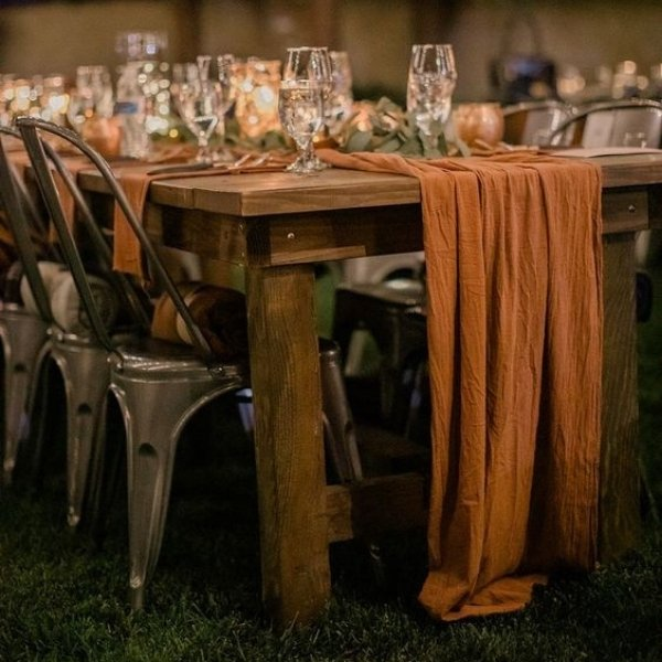 Easy Ways To Elevate Your Wedding Tablescape - textured linens